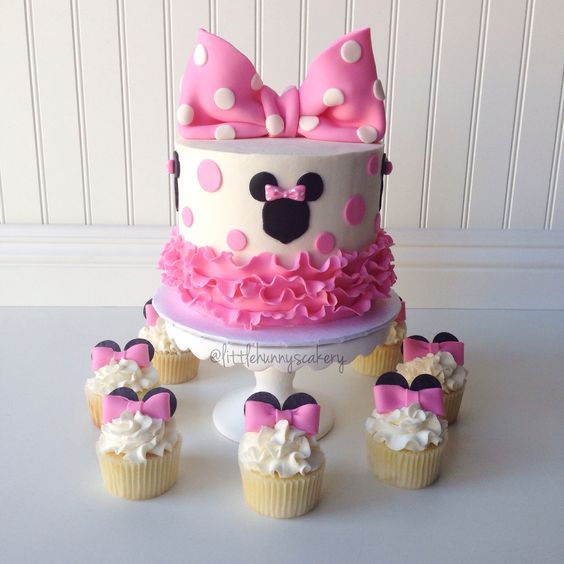An Adorable Minnie Mouse Quinceanera Theme