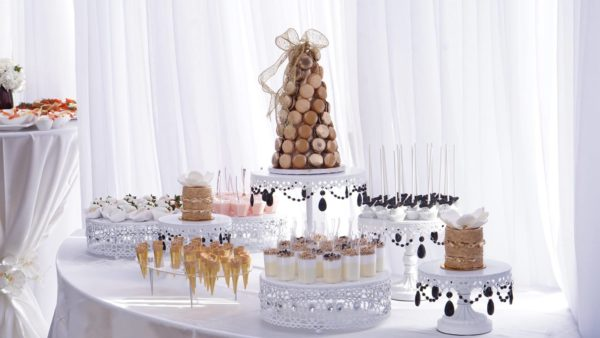 dessert_table_by_roobinas_cake