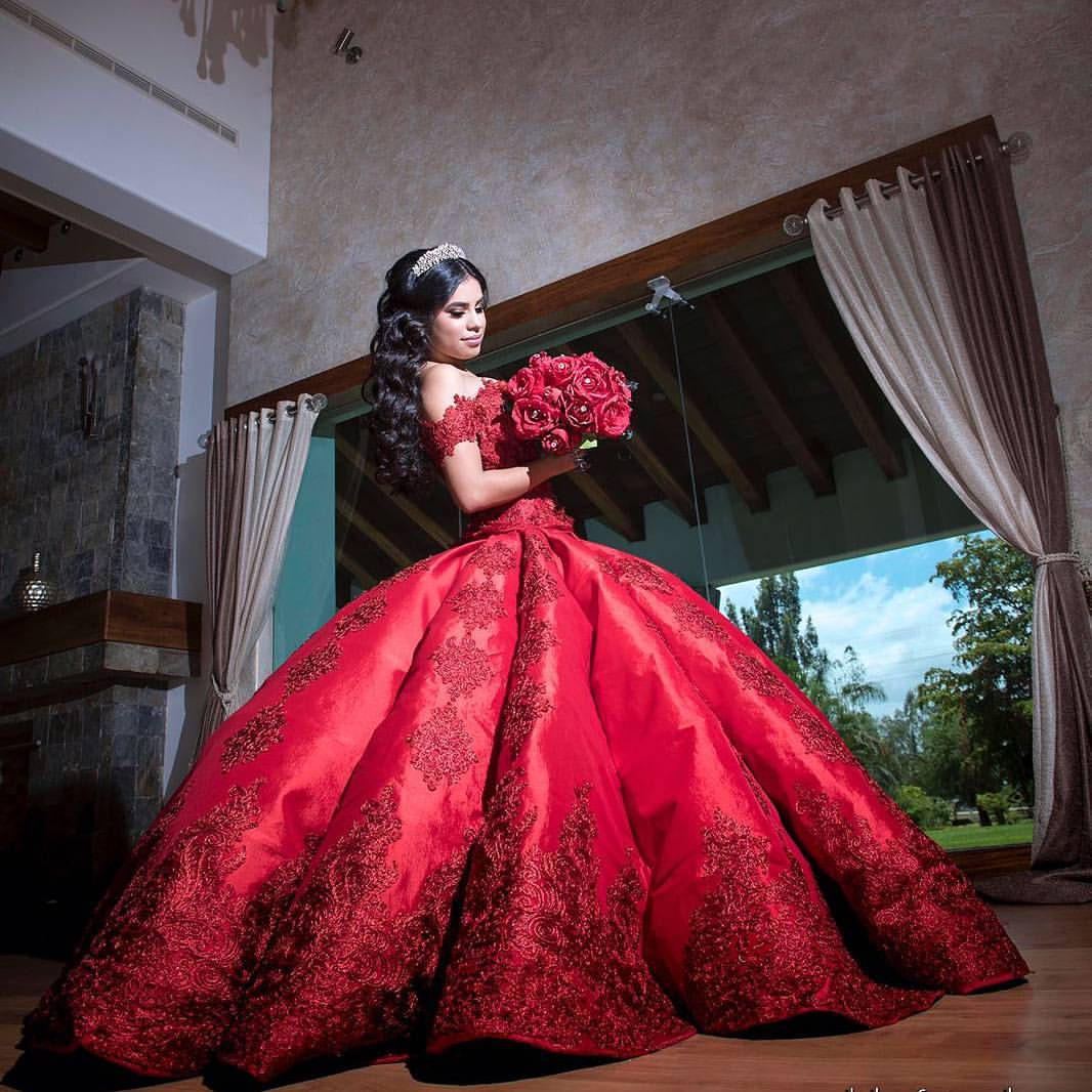 15 Dramatic Quinceanera Dresses You'll Love If You're Extra